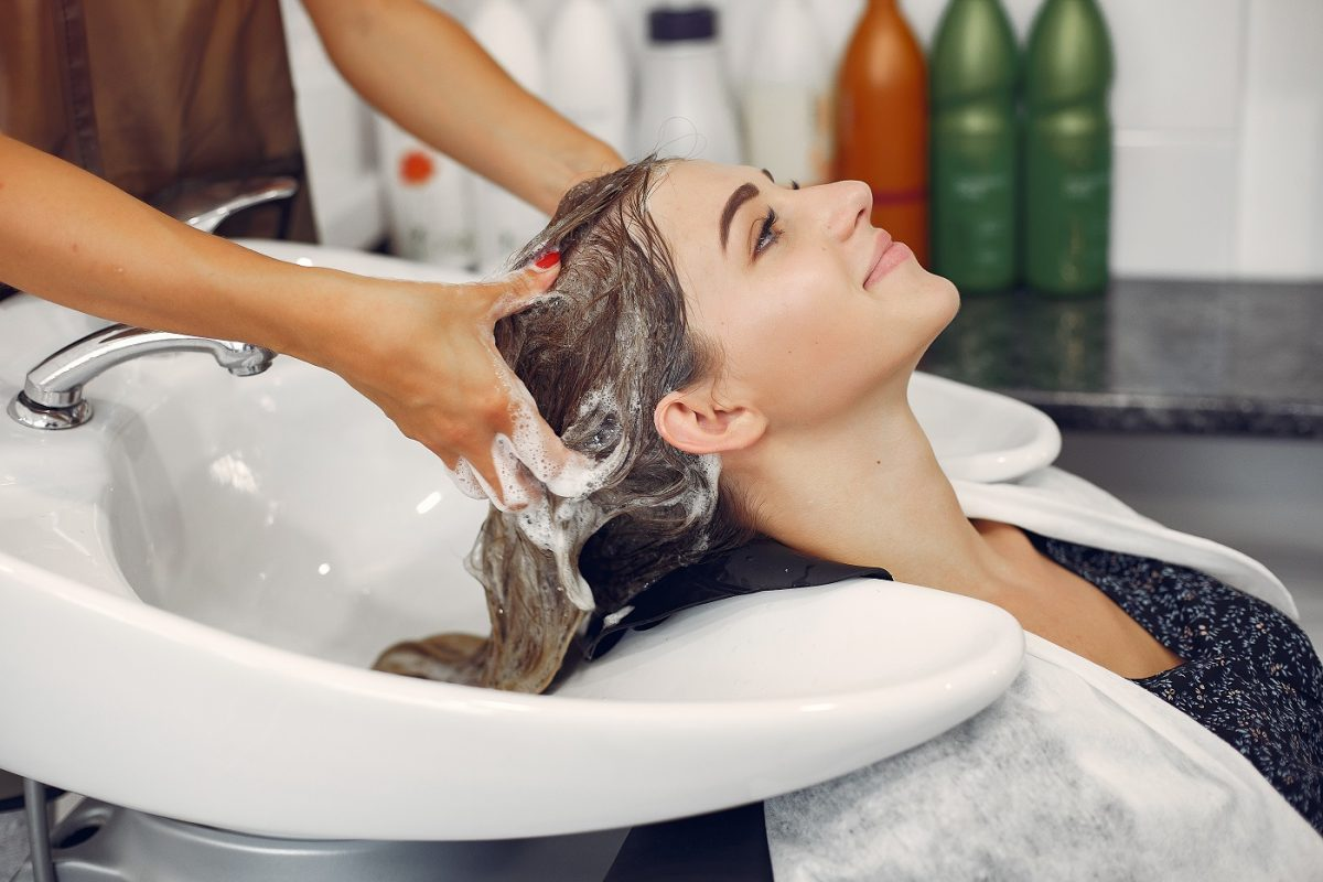 mycie głowy przed zabiegiem botoxu na włosy