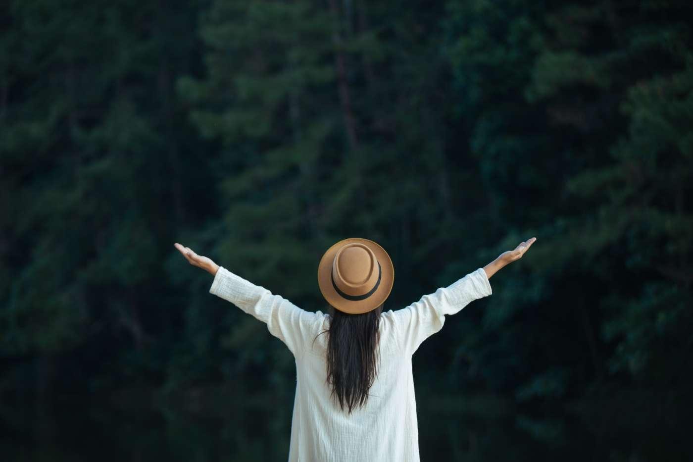kobieta szczęśliwa-hedonizm czym jest